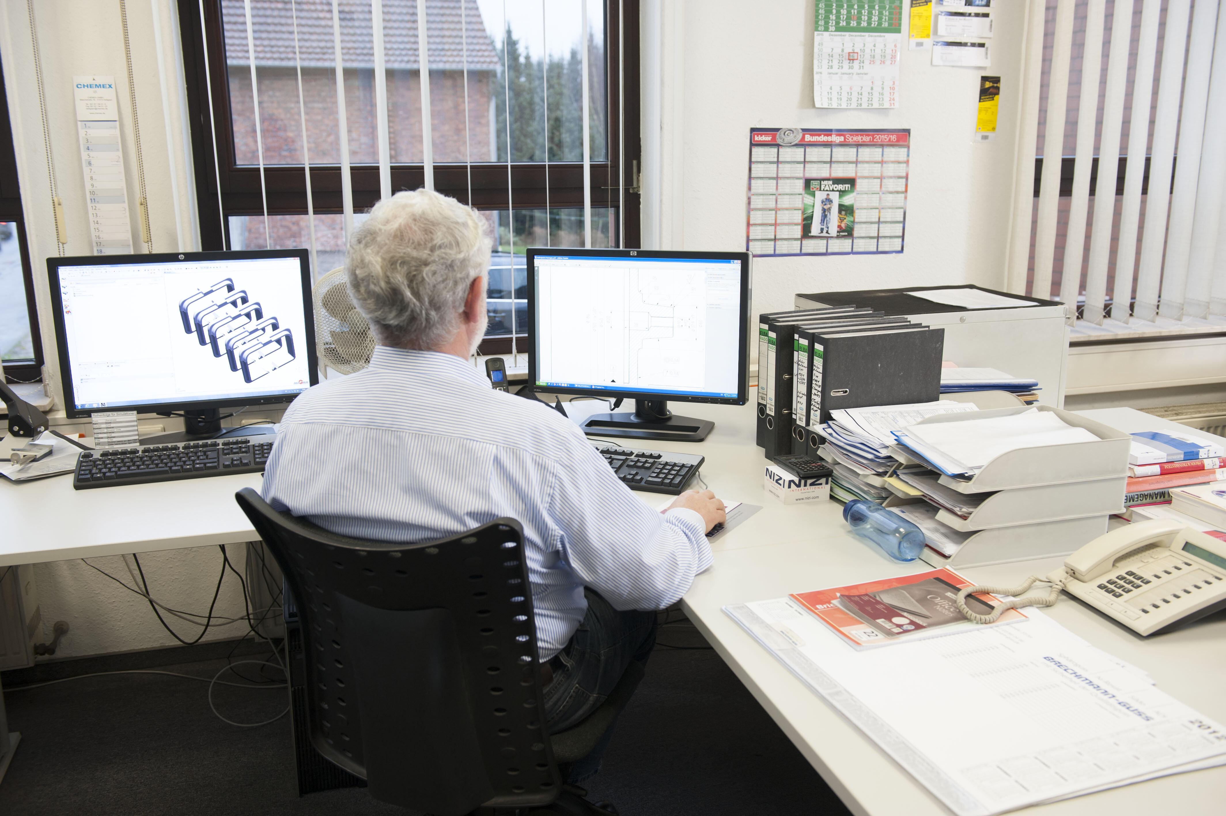 In der Abteilung Fertigungstechnik werden mit Programmen zur Gießereiprozeßsimulation Bauteile optimiert.