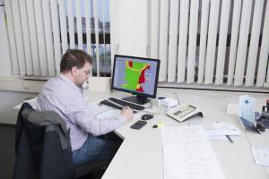 Während der Verfahrensentwicklung wird die Lage der Formelemente zur Entformungsrichtung geprüft, um die Lage der Formteilung zu bestimmen.