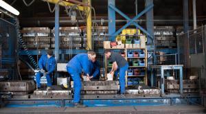 kleine Maschinenformanlage fertigt Gusseisenbauteile aus Grau- und Sphäroguss bis zu 30 kg Stückgewicht.