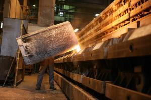 große Maschinenformanlage fertigt Komponenten aus Sphäroguss bis 250 kg Stückgewicht.