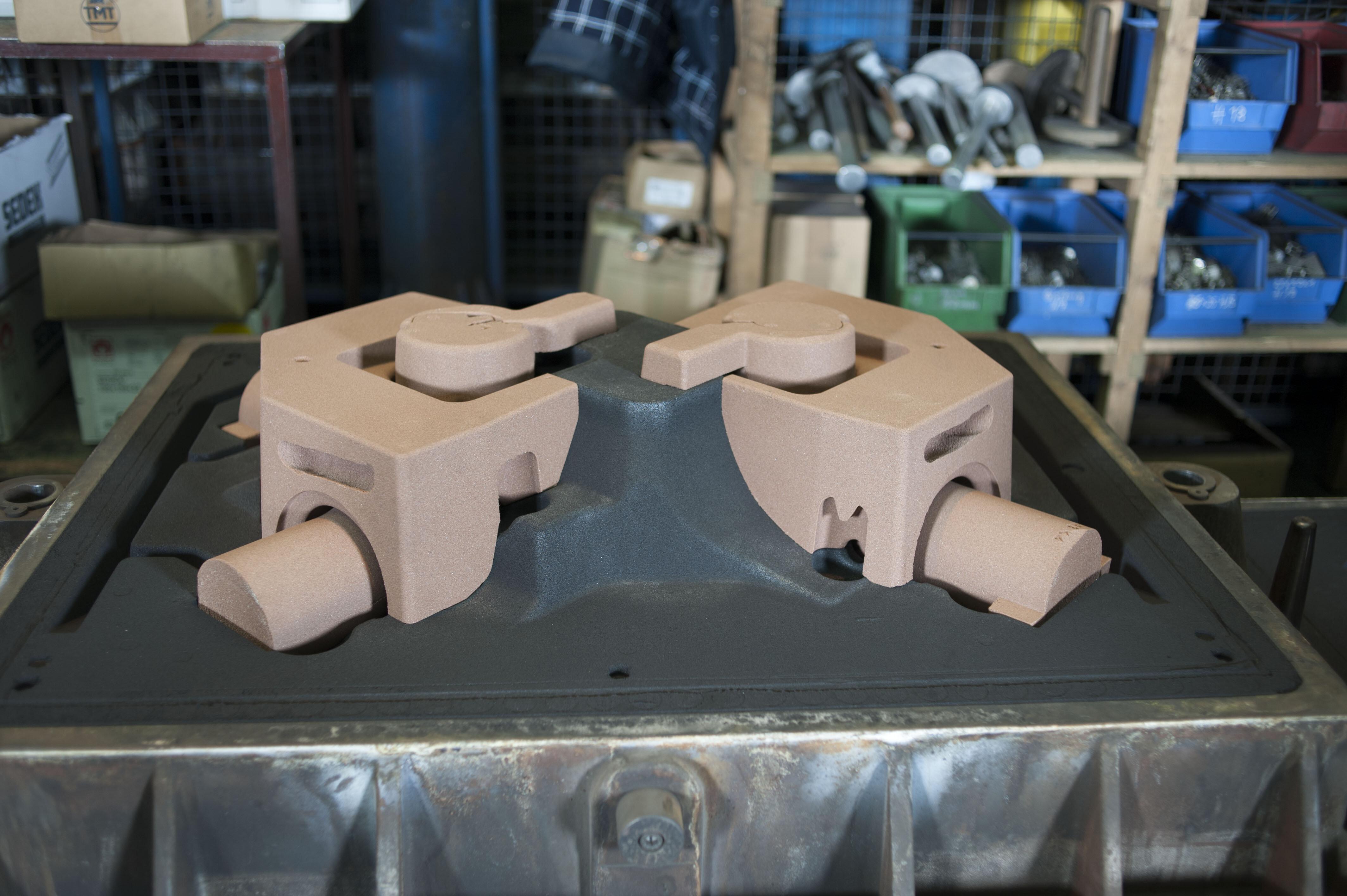 Kernpaket für ein Motorgehäuse aus duktilem Gussisen mit Kugelgraphit in der Maschinenformerei für Baufahrzeug.