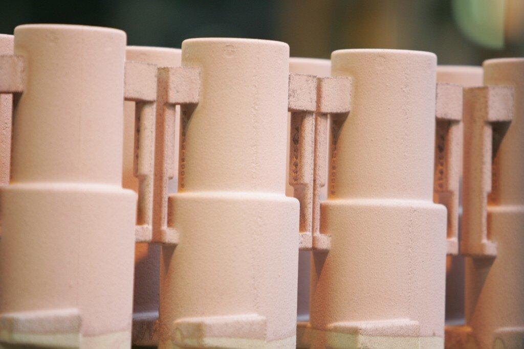 Maschinell gefertigter Sandkern bildet Strömungskanal für Pumpe