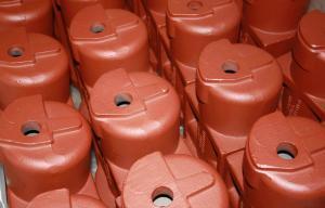 Viele Bauteile werden mit Oberflächenbehandlung geliefert – die einfachste Art ist die Tauchgrundierung rot-braun