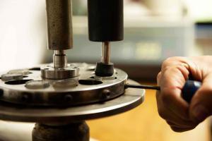 Polierte Schliffproben werden in der Qualitätskontrolle benötigt, um am Schliffbild das Vorhandensein eines anforderungsgerechtes Gefüge zu verifizieren