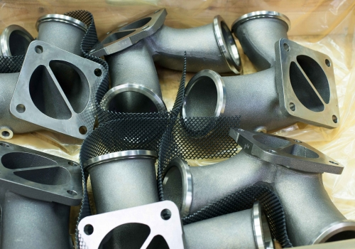 packaging of exhaust manifolds in a ship motor application made of SiMo alloyed cast iron with protective netting