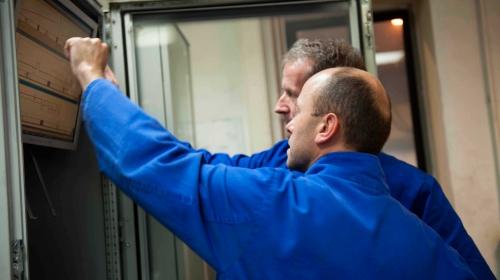 Über den Schaltschrank wird die Energieabnahme der Induktionsöfen der Eisengiesserei gesteuert