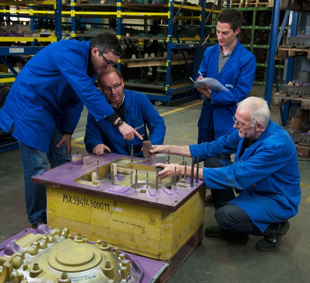 Überprüfung der Maßhaltigkeit eines Abgaskrümmer für den Motor eines Schiffsdiesel in der Abgasrückführung aus SiMo.
