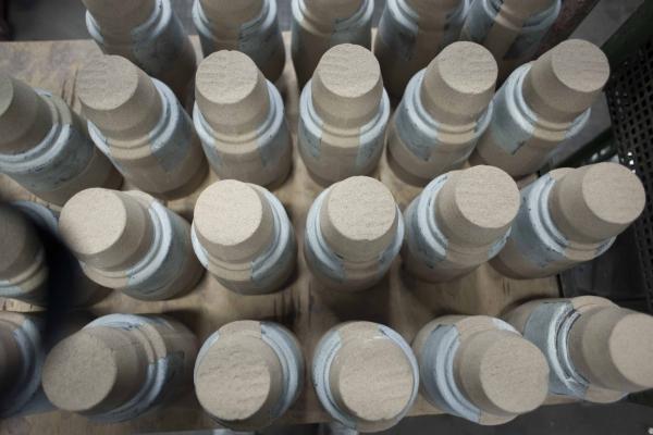 Nach der Kernfertigung von Sandkern aus Cold-Box-Sand müssen die Sandkerne trocknen, um eine für den Abguss geeignete Feuchtigkeit aufzuweisen.