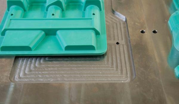 Giessereiprozeßmodellbau bringt durch hochpräzise Bearbeitung auf CNC-Mehrachsmaschinen eine deutliche Qualitätsverbesserung – sowohl Standzeit als auch Toleranz.