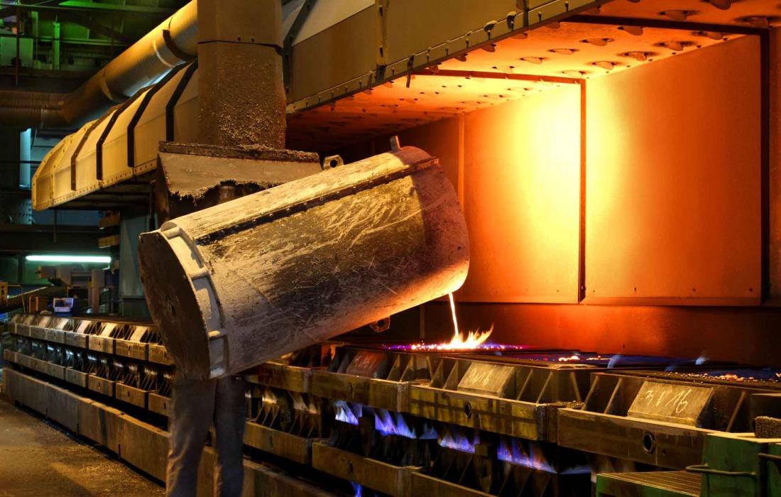 große Maschinenformerei fertigt Bauteile aus Gusseisen bis 250 kg Stückgewicht.