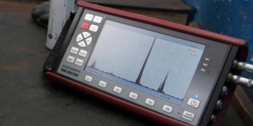 Während der Produktion werden produktionsbegleitend Bauteile aus ADI, GGG und EN-GJS, sowie ausferritische Gusseisen mit Ultraschall auf mögliche Abweichungen überprüft.