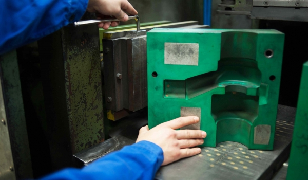 a core-box consists of two milled sides, which are screwed on support plates (bottom plate and blowing plate )